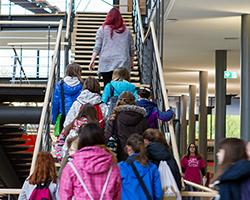 Am Girls'Day an der HdM haben Mädchen die Möglichkeit die technisch ausgerichteten Studiengänge der Hochschule kennen zu lernen.