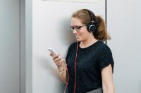 """Das Kunstwort """"Smombie"""" setzt sich aus Smartphone und Zombie zusammen."""