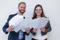 Julia Falk und Simon Walter wurden mit dem Lokaljournalisten-Preis der Konrad-Adenauer-Stiftung ausgezeichnet. (Bild: Thomas Meyer/Pforzheimer Zeitung)