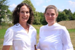 Professor Dr. Susanne Stingel (links) und ihre Mentee Dr. Tamara Wehrstein.