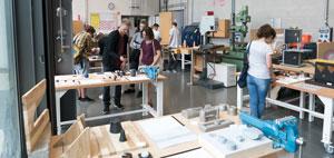 Die Arbeiten wurden in der Holzwerkstatt des Studiengangs ausgestellt (Foto: Prof. Burkhard Fritz)