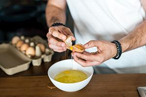 Männer sind in der Werbung häufiger in der Küche zu sehen, Foto: Unsplash/rawpixel