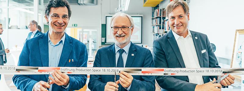 Prof. Armin Weichmann, Prof. Dr. Edmund Ihler und Prof. Volker Jansen (von links) bei der Eröffnung des Production Space, Foto: Jan Böttinger