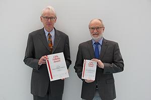 Geehrt: Prof. Dr. Thomas Hoffmann-Walbeck und Prof. Dr. Edmund Ihler (von links, Foto: Sebastian Riegel)