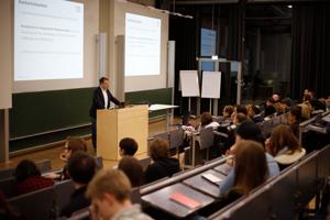 Beim Infoabend können sich Studieninteressierte über die Studienmöglichkeiten an der HdM informieren.