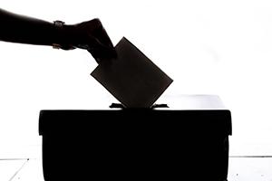 Ob Medien Wahlen beeinflussen, darüber streiten sich die Forscher (Quelle: Unsplash)