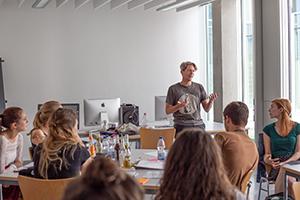 In Workshops wird an Fragenstellungen aus der Praxis gearbeitet (Fotos: Projektteam)