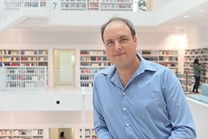 Tobias Frey ist Leiter der Stadtteilbibliothek Ost und hat im April 2019 seinen ersten Fantasy-Roman veröffentlicht. Foto: privat