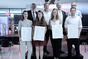 Die Preisträgerinnen und Preisträger mit ihren Laudatoren (Foto: Lena Häfner)