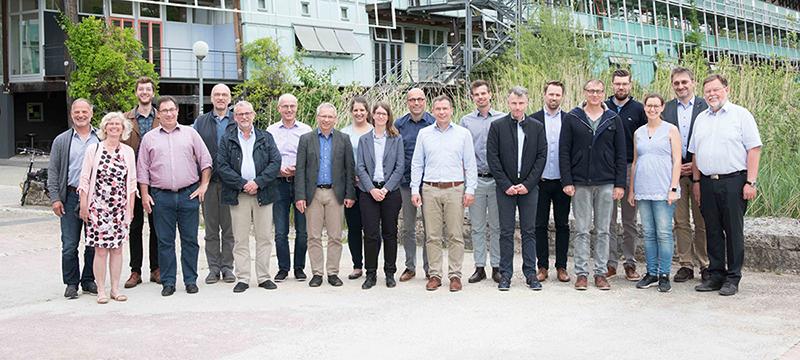"""Das Konsortium """"Data Literacy und Data Science"""" beim Kick-off-Meeting an der Universität Ulm, darunter HdM-Professor Dr. Peter Lehmann (links, außen, Foto: Eberhardt/Uni Ulm)"""