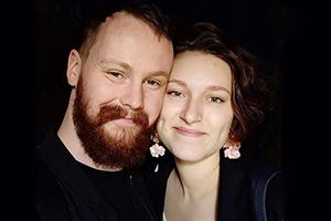 Dieses Bild haben Geffreys und Julias Eltern in ihrem Wohnzimmer stehen.
