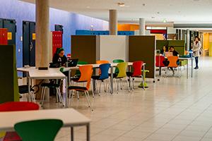 Die HdM bietet Studierenden Arbeitsplätze an
