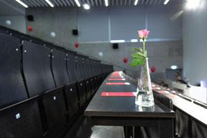 Die Absolventenfeier findet im Foyer der N10 und im Audimax (i003) in N8 statt