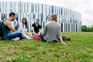 In 13 Bachelorstudiengängen bietet die HdM im Sommersemester 500 Studienanfängerplätze
