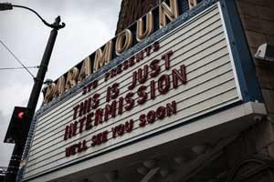 Auch Kinos müssen während der derzeitigen Kontaktsperre geschlossen bleiben.
