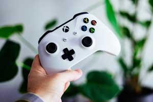 Multiplayer-Spiele lassen uns auch während des Social Distancing mit unseren Freunden gemeinsam spielen.