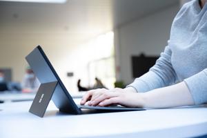Die Zentrale Studienberatung steht Studieninteressierten bei Fragen virtuell und telefonisch zur Verfügung