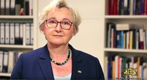 Ministerien Theresia Bauer wendet sich an die Studierenden, Foto: Screenshot YouTube  Ministerium für Wissenschaft, Forschung und Kunst Baden-Württemberg