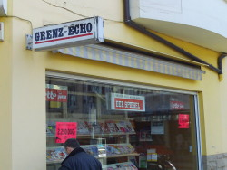 Ein Zeitschriftenladen in Eupen: Zwischen lokalem 'Grenz-Echo' und dem 'Spiegel' aus Deutschland