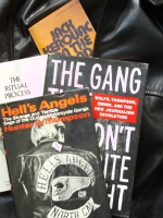 Hell's Angels on the road, betwixt and between: Literatur über die Motorradgang und anverwandte Sujets (Foto: Oliver Zöllner)
