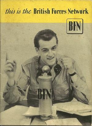 So sah das früher aus:  BFBS Germany (damals noch 'British Forces Network') startete 1945 in Hamburg mit einem Mikrofon und einer Frequenz... Seitdem ist der Sender öfter umgezogen. (Broschüre der British Army of the Rhine, 1946. Foto: Oliver Zöllner)