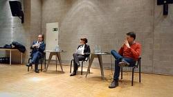 Es diskutierten (v.l.n.r.): Prof. Dr. Gary S. Schaal, Helmut-Schmidt-Universität der Bundeswehr Hamburg; Katharina Thoms, SWR, Moderatorin; Prof. Dr. Oliver Zöllner, HdM Stuttgart (Foto: Rebecca Beiter, Landeszentrale für politische Bildung Baden-Württemberg)