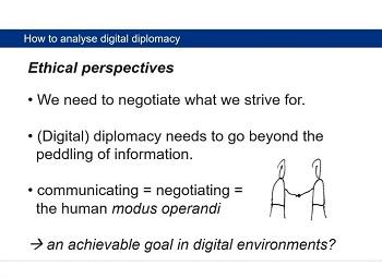 Oliver Zöllners Vortrag an der Universität Leiden fragte auch, wie und ob digitale Formen der Diplomatie das bloße monologische Verbreiten von Information überwinden kann.